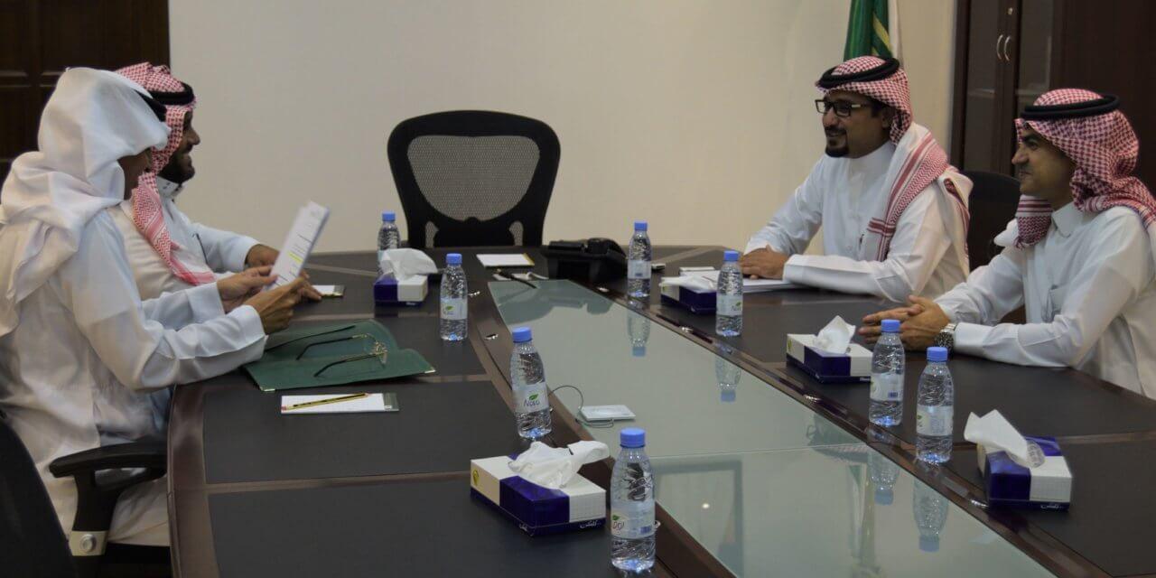 وكيل جامعة الإمام محمد بن سعود الإسلامية يزور الصندوق
